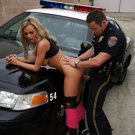 Busted by cop flashing her tits at the bank